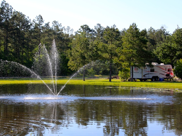 Woodland Lakes RV Park has several lakeside sites.